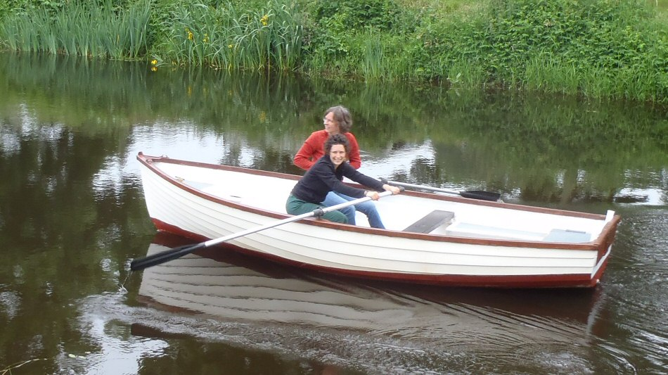 A rowing boat for your cycling holiday in France?