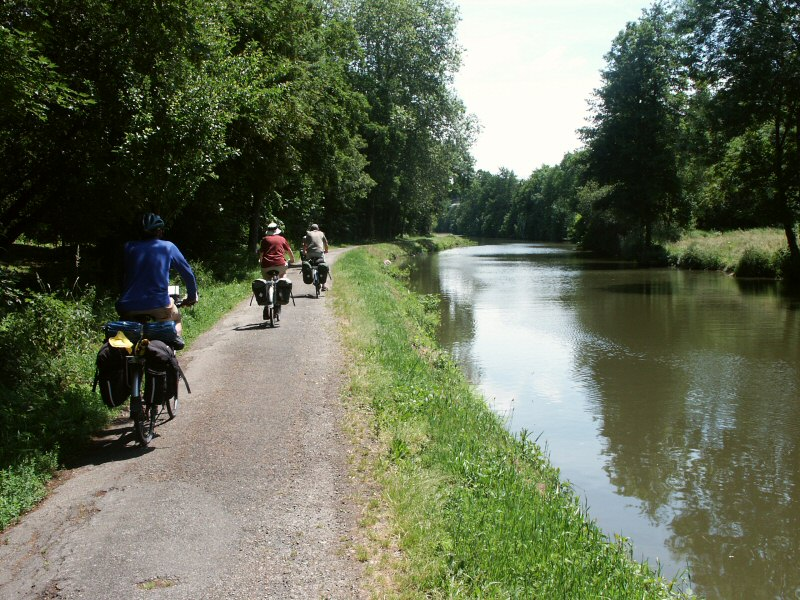 Cycling the Nantes Brest Canal - velodyssee