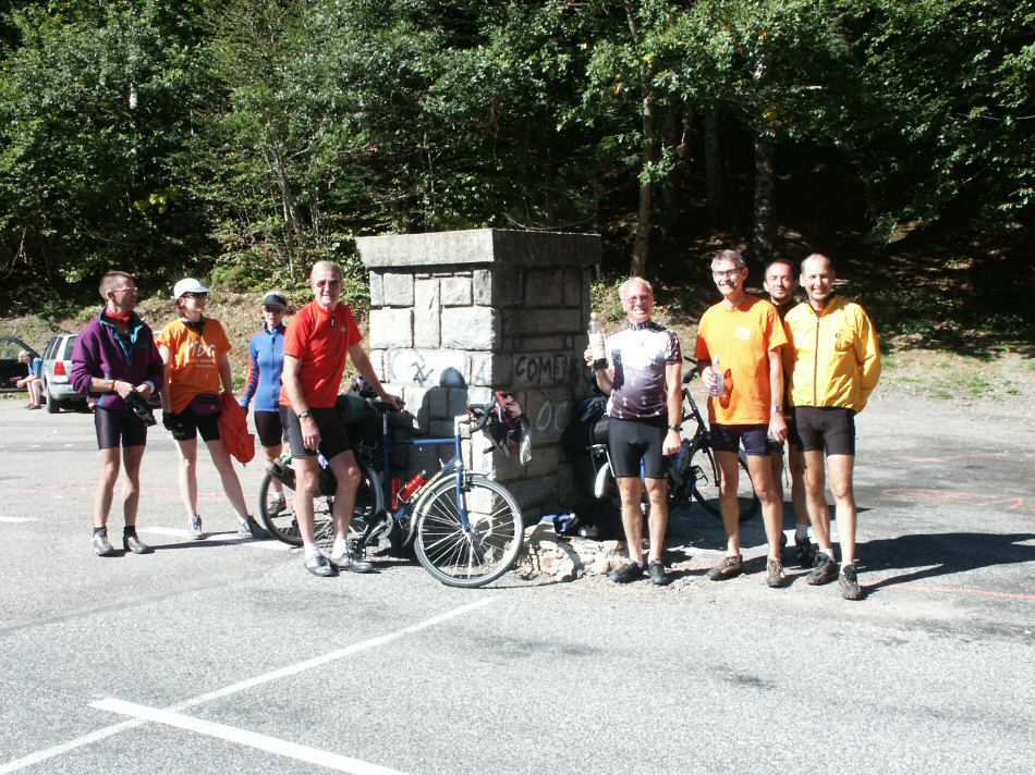cyclists at portillon
